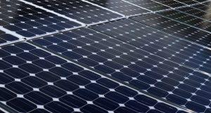 Toiture faite de panneaux photovoltaiques